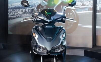 Giá xe Honda Air Blade 'nóng rẫy' đầu tháng 3, có phiên bản chạm ngưỡng giá Honda Vision