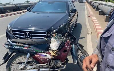 Danh tính chủ xe 'Mẹc' hào phóng: Bị va quệt không bắt đền mà còn tặng tiền và xe máy cho người tông mình