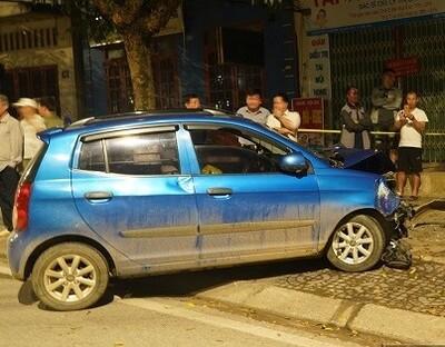 Bắc Kạn: Ô tô 'điên' bất ngờ đâm 1 phụ nữ tử vong, 1 người thoát nạn trong gang tấc