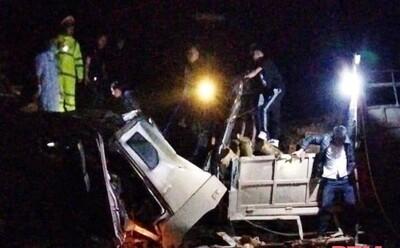 Tai nạn 7 người tử vong ở Thanh Hóa: Nhiều tấn gỗ keo trên xe tràn qua đè bẹp cabin, khiến các nạn nhân mắc kẹt
