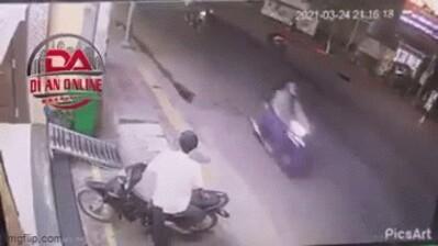 Clip: Gây tai nạn rồi 'cầm nhầm' xe của nạn nhân định bỏ trốn, thanh niên nhận cái kết đắng ngắt ngay sau đó