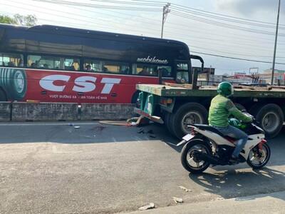 TP.HCM: Xe máy tông dính chặt vào đuôi xe container, nam thanh niên tử vong tại chỗ