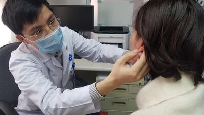 Làm tai Phật để hút vượng tài, nữ doanh nhân Hà Nội phải nhập viện