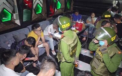 Phát hiện 14 dân chơi sử dụng ma túy, 'bay lắc' lúc rạng sáng trong quán karaoke