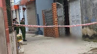 Hà Nội: Chồng dùng hung khí sát hại vợ ngay tại cửa nhà vào chiều mùng 5 Tết
