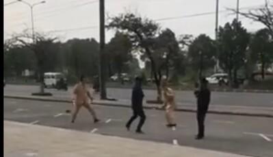 Clip: Nam thanh niên ở Hải Phòng vượt đèn đỏ, dùng côn nhị khúc đánh CSGT liền bị khống chế trong phút chốc