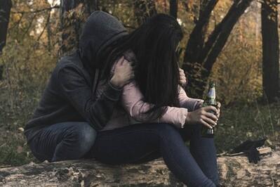 Chị gái bỏ trốn cùng người yêu, mẹ và em gái uống thuốc độc tự tử
