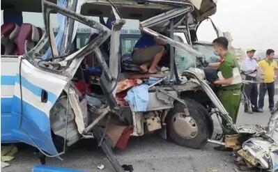 Tai nạn thảm khốc làm 2 người tử vong, 20 người bị thương: Đường vắng xe nên tài xế chủ quan