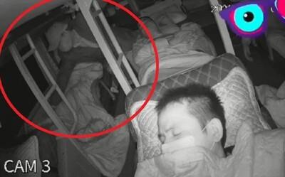 Ngủ say trên xe khách giường nằm, nửa đêm vị khách nữ bị kẻ lạ mặt mò đến tận giường làm điều này