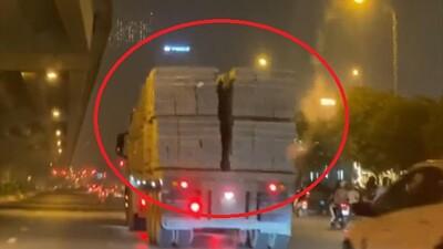 Video: Container chở gạch xiêu vẹo, lắc lư 'làm xiếc' trên đường quốc lộ