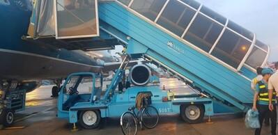 Trách nhiệm của các bên trong vụ hành khách tử vong vì ngã xe thang trên chuyến bay của Vietnam Airlines