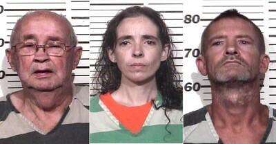 Bắt giữ 3 kẻ nhốt cháu bé 18 tháng tuổi trong chuồng chó, xung quanh toàn rắn rết