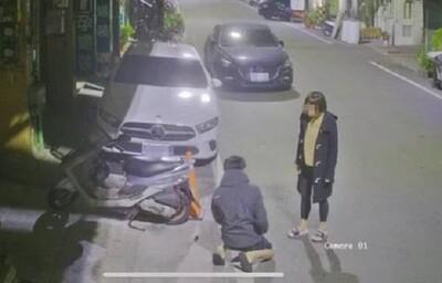 Người phụ nữ tát bạn trai gần 50 phát trong hơn 10 phút, bắt quỳ gối ngay trên đường lúc nửa đêm