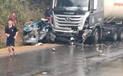1 người tử vong, 6 người bị thương khi xe bồn va chạm với xe con biển xanh