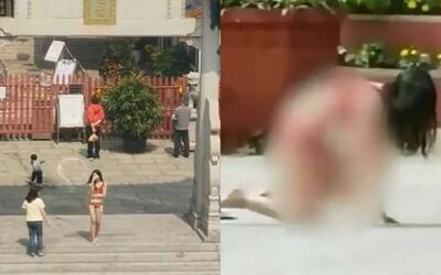 Clip: Cô gái mặc độc nội y đứng vái lạy trong chùa gây bão MXH