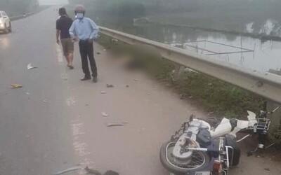 Va chạm kinh hoàng giữa xe ô tô và xe máy khiến một người phụ nữ tử vong