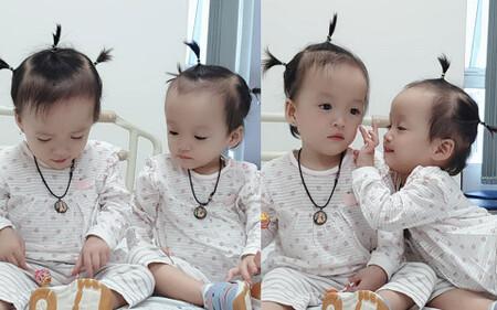 Khoảnh khắc 2 chị em cực đáng yêu sau khi bé Diệu Nhi được phẫu thuật hoàn chỉnh đường tiêu hóa