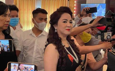 Vợ Dũng lò vôi, bà Phương Hằng treo thưởng 1 tỷ đồng để truy tìm chủ Facebook 'núp lùm' phản pháo