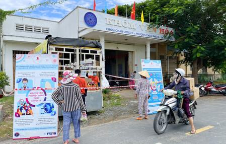 An Giang: Siêu thị Tứ Sơn tổ chức những chuyến xe bán hàng lưu động 'chia sẻ yêu thương' đến tận nhà dân