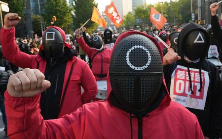 Hàn Quốc: Hàng nghìn người lao động mặc trang phục 'Squid Game' biểu tình vì 'kiếm sống quá khó khăn'