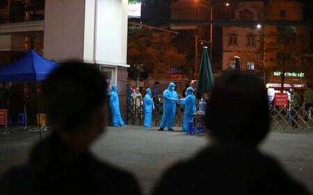Trăn trở của những người chọn ở lại Bạch Mai: 'Bệnh nhân được hưởng lợi, nhưng bác sĩ thì sao?'