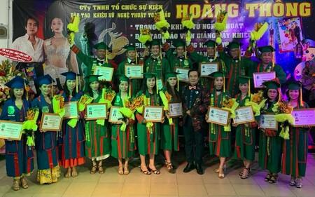 Trao bằng 18 vũ sư đam mê nghề múa