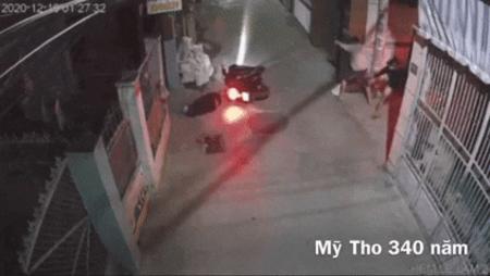 Camera ghi cảnh nổ súng hỗn chiến kinh hoàng tại Tiền Giang khiến 1 người bị thương nặng