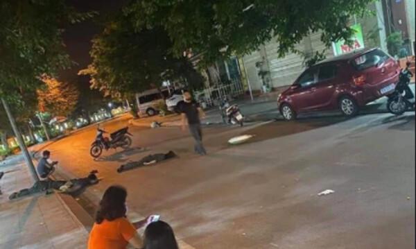 Clip: 'Kẹp 3' phóng nhanh đâm vào cột điện, 2 cô gái tử vong tại chỗ, người còn lại bị thương nặng